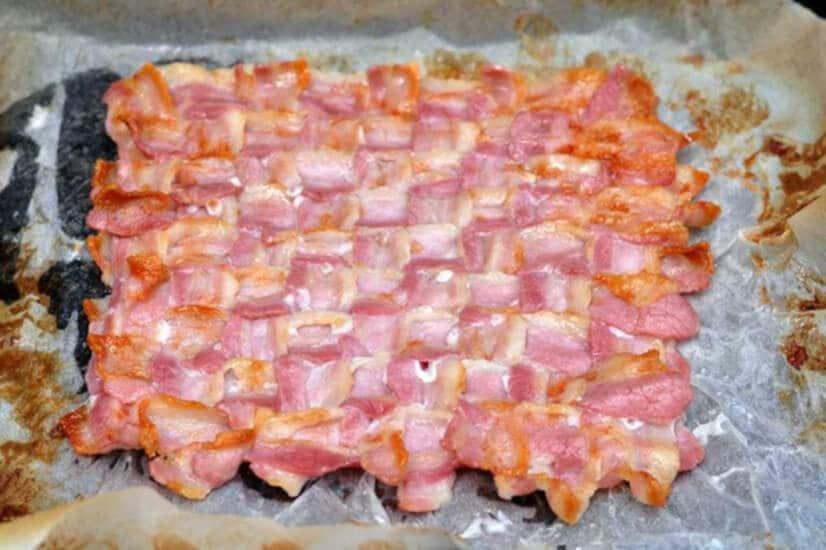 Bacon Taco Shell With Scrambled Egg-Cook Bacon