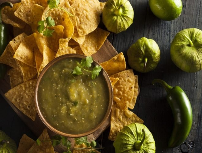 Tomatillo salsa verde with chips