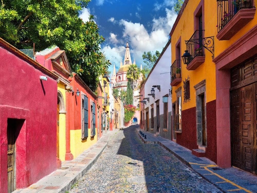 cobblestone street in San Miguel de Allende