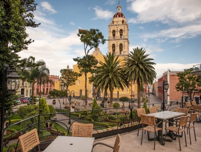 Shows historical centre in Puebla where you can have a coffee and enjoy the view