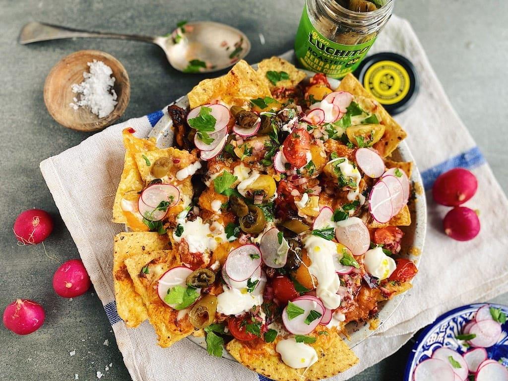 finished dish of chicken nachos